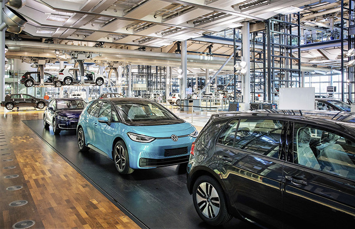 Phasing out the e-Golf: Volkswagen prepares to launch the ID.302 at the Transparent Factory in Dresden